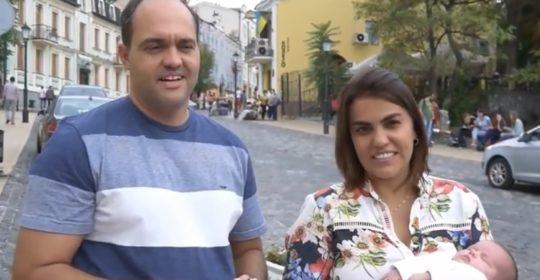 14/11/2017 – ¡La niña de la pareja brasileña con su primer documento y está lista regresar a casa!