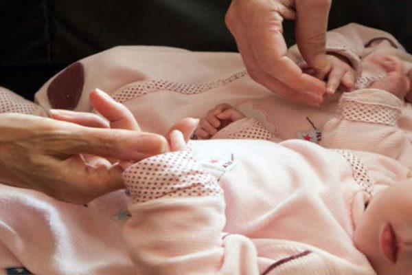 La maternidad subrogada en Ucrania: la ira de los padres que no pueden venir por sus hijos